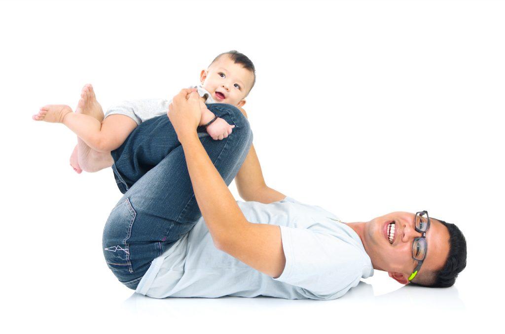 Soutenez votre dos lorsque vous jouez avec votre enfant